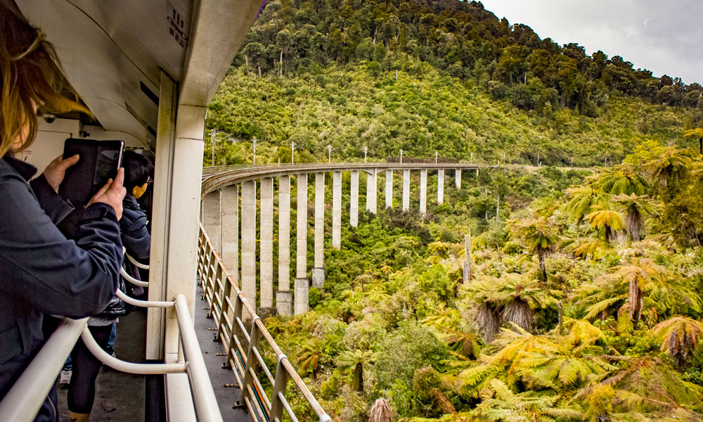 Northern Explorer traverses the mighty Hapuawhenua Viaduct in Ohankune