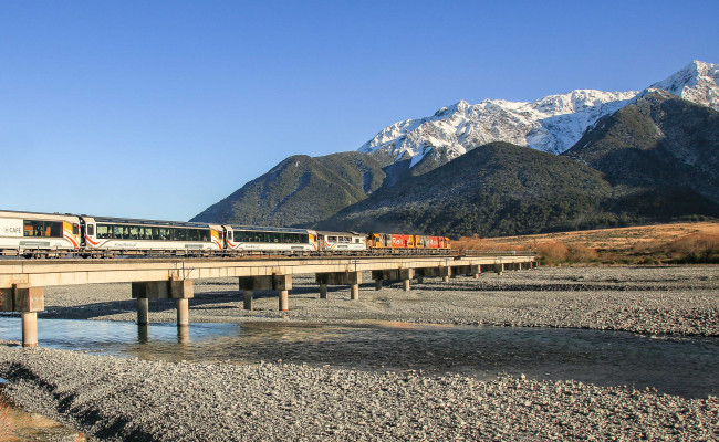 TranzAlpine Crossing Waimakariri River Bridge FEATURE