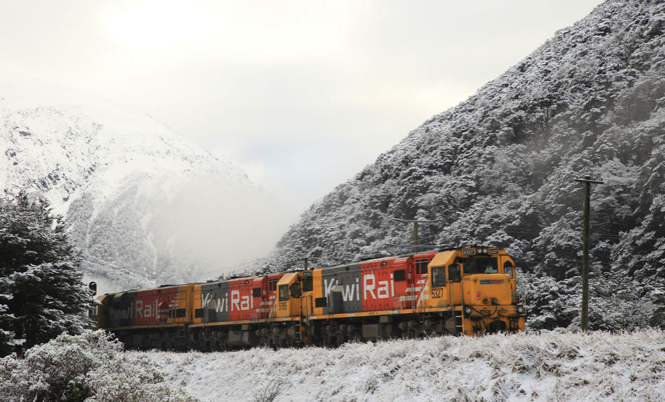 TranzAlpine travelling in the snow