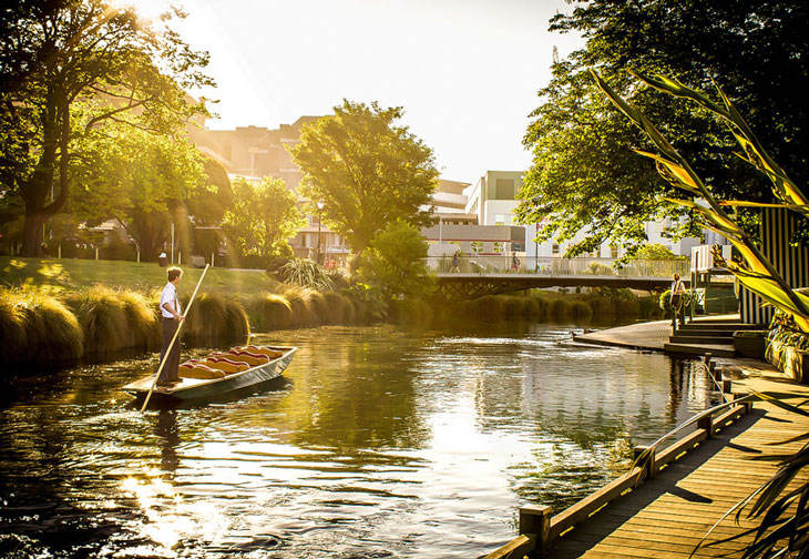 Christchurch punting on the Avon 730x504
