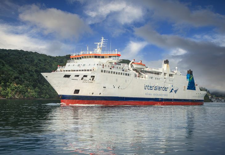 Interislander Aratere Sailing into camera RP96