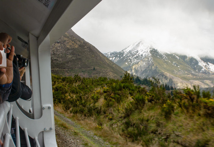 TranzAlpine Approaching Avoca950x575